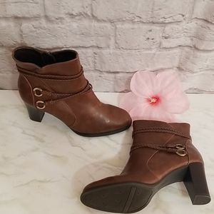 Life Stride Soft-System Brown Ankle Booties Size 9